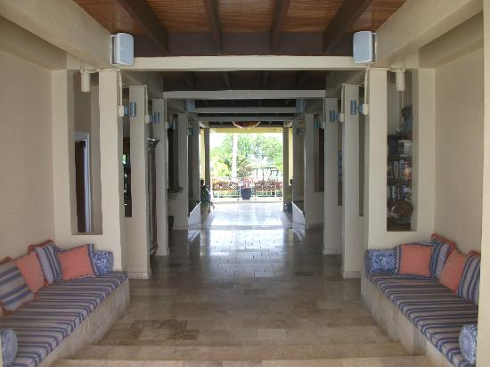 Lighthouse Bay Resort Hotel: public area