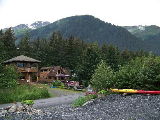 ‪‪Alaska Paddle Inn‬: View of the Paddle Inn (left)