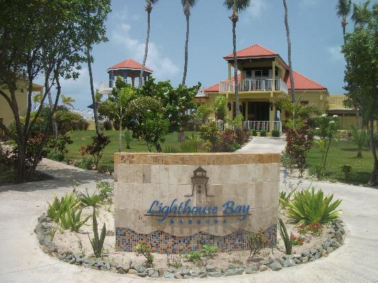 Lighthouse Bay Resort Hotel : hotel entrance from the lagoon