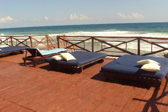 Casa Ixchel : view of deck by pool and beach