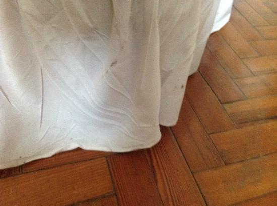 Clyne Farm Centre: Dirty bedding on all the beds