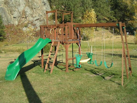 Creekside Country Resort : We have a playground, basketball & volleyball free for our guest, Also $8.00 Mini Golf & Kiddy B