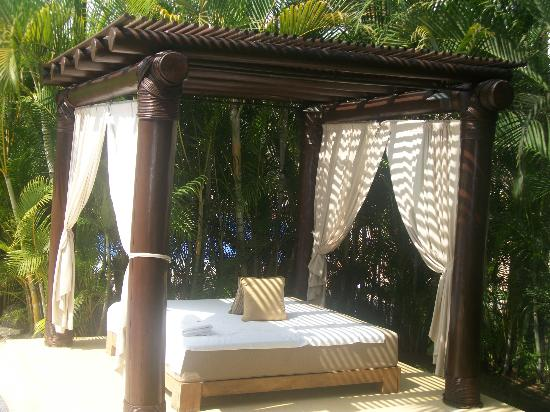 Marival Residences Luxury Resort Nuevo Vallarta: The cabana at the jacuzzi. (Our second home)