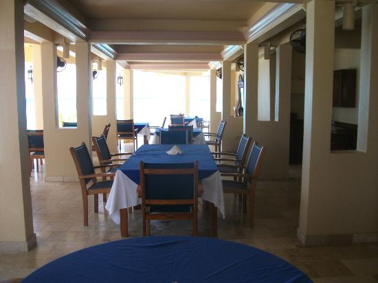 Lighthouse Bay Resort Hotel: dining area