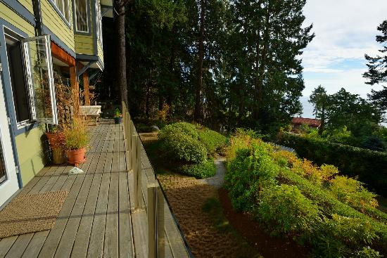 Deer Fern Bed and Breakfast: Private Entrance overlooking the Sea