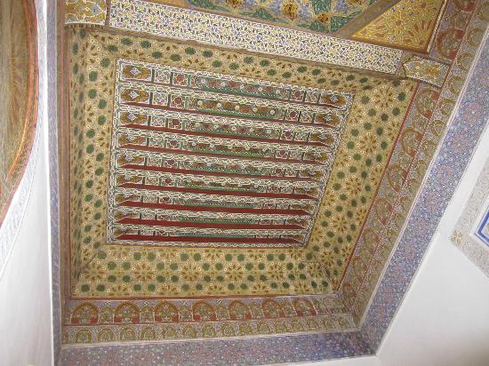 Riad El Zohar: Tiled ceiling