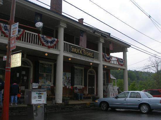 Twin River Campground and Cottages: Nearby General Store