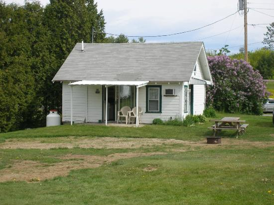 Twin River Campground and Cottages : Cottage 5