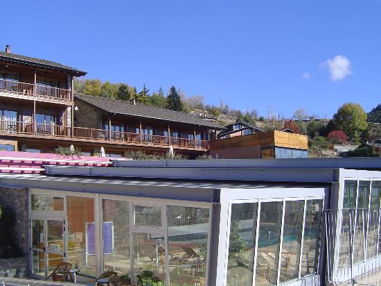 Cerdanya EcoResort: Exterior piscina y hotel