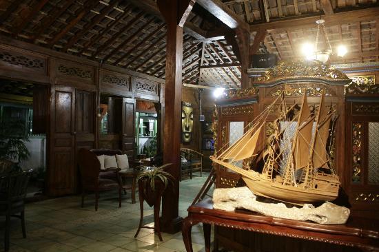 Amore Cafe: Traditional Joglo house
