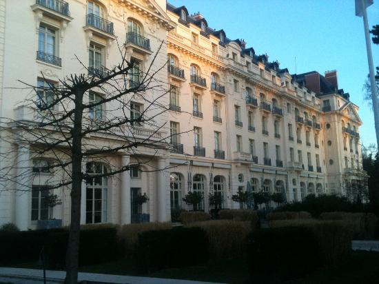 Main hotel picture of trianon palace versailles a waldorf astoria hotel versailles tripadvisor - Hotel trianon versailles ...