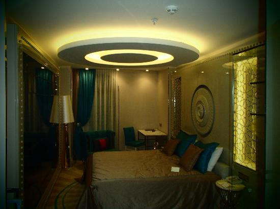 Sura Hotel & Suites: Chambre Turquoise