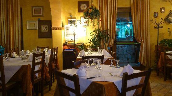 Lariano, Italia: la sala