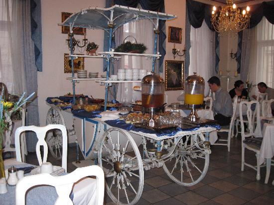 Hotel William: salle du petit déjeuner