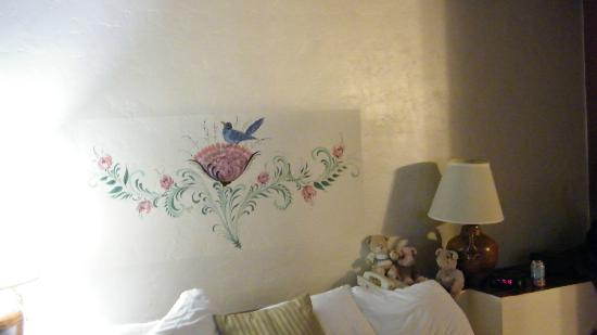 Best Western Mission Inn: hand painted above bed