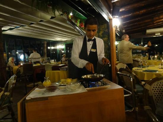 Restaurante Da Bruno a Cabopino : Preparing a crepe