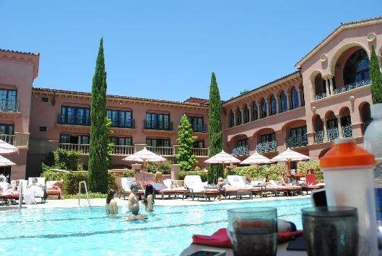 Fairmont Grand Del Mar: pool side