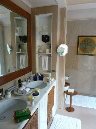 The Oberoi Rajvilas: Bathroom