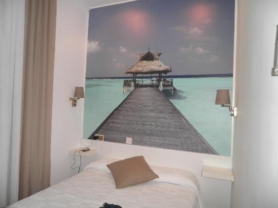 Hostal Comercial: Camera matrimoniale pulita e con bagno in camera