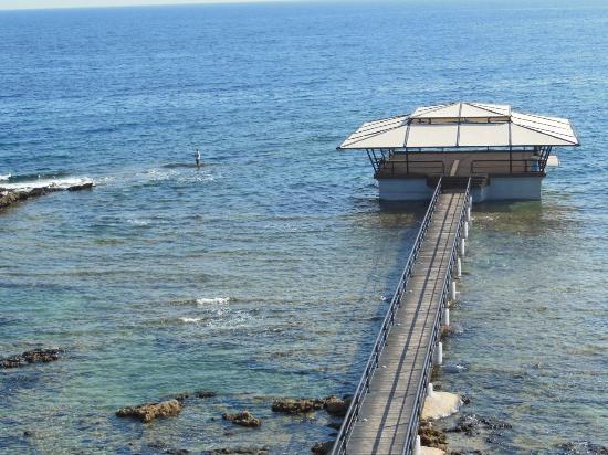 Arkin Palm Beach Hotel : Palm Beach Hotel Gazebo & Fisherman
