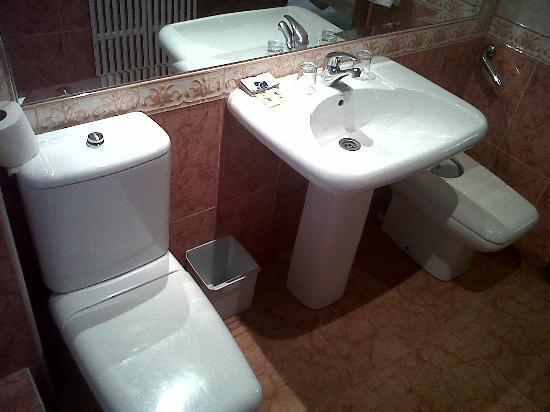 Hotel Montearagon: Baño
