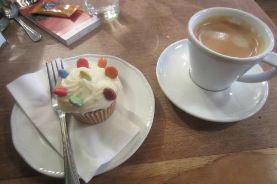 The Summer House Cafe: The summerhouse - everyone deserves a smartie treat