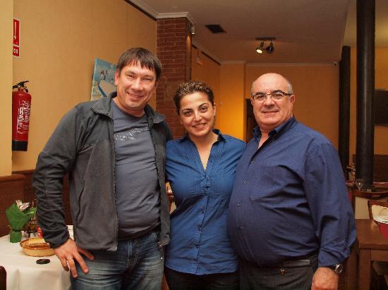 El ambigu de Antonio: Слева на право: Я, Кристина и сеньор Антонио - владелец ресторана.