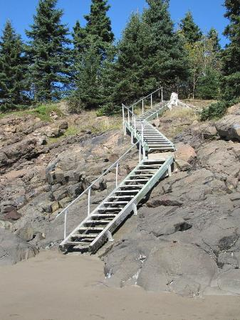 Beach Front Cottages: Stairs to the beach