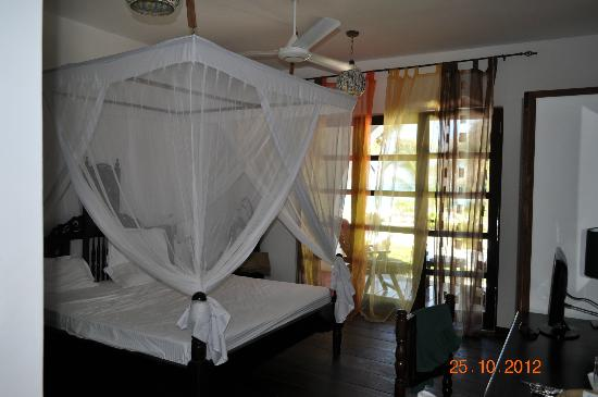 Next Paradise Boutique Resort: Comfortable bed with mosquito nets