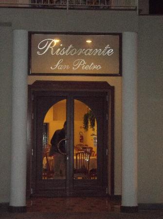 Hotel Royal Hills: Ingresso del ristorante-hotel