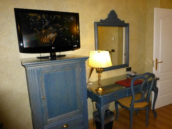 Salles Hotel Ciutat del Prat: TV