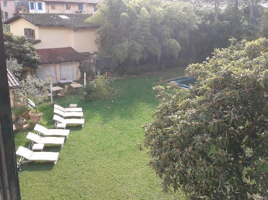 Villa Lombardi: Vista giardino di una camera
