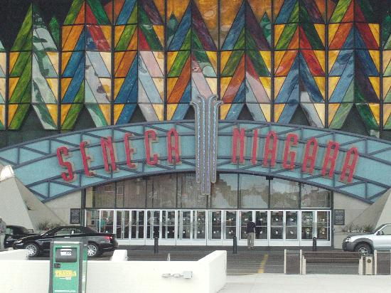 Seneca Niagara Casino: View from Street