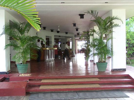 Palm Village Hotel : entrée