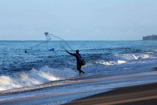Holiday Inn Phuket Mai Khao Beach Resort: Early morning fisherman on the beach.