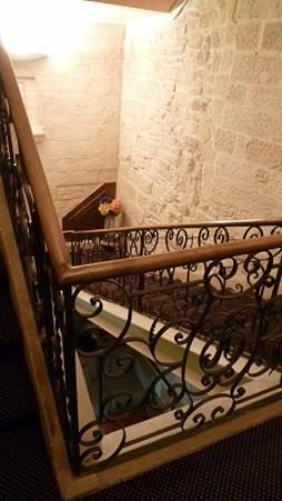 Hotel de Blauvac : Beautiful stairs