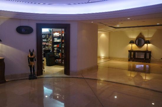 JW Marriott Hotel Cairo: 2nd Floor Souvenir Shop
