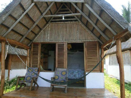 Baobab Beach Backpackers: beach bungalow