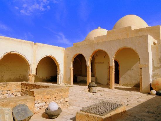 Fort Ghazi Mustapha: A l'abri des remparts