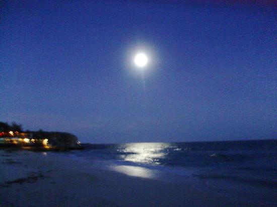 Silver Point Hotel: moonlight