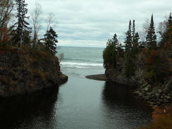 Temperance River State Park: lake superior