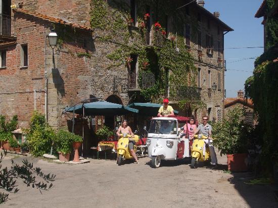 Borgo Cenaioli B/B Locanda & Residence di Campagna: la piazzetta del borgo
