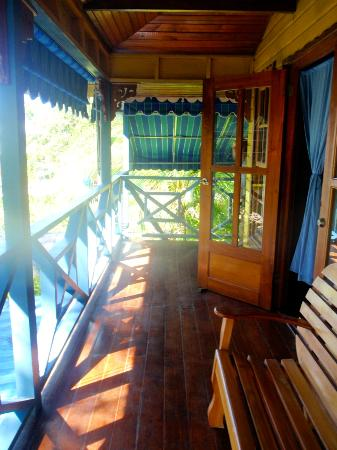Koko Resort: The porch on our spacious Island Suite