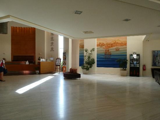 Kosta Mare Palace Hotel: le hall d'entrée