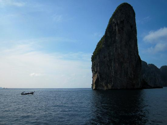 Paradise Resort Phi Phi: day trip to Ko Phi Phi Le  (which you can see from the beach)