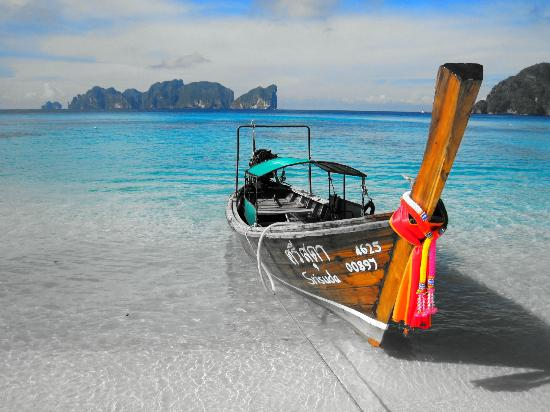 Paradise Resort Phi Phi: Slice of heaven … view from beach.