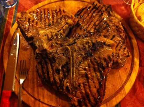 Agriturismo Paradiso: Cena con fiorentine alla griglia
