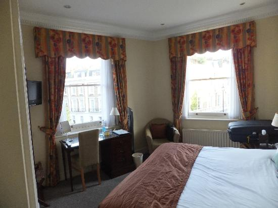 The Windermere Hotel: Room 21 (on the corner of Windermere Hotel, giving panoramic view of the area outside).