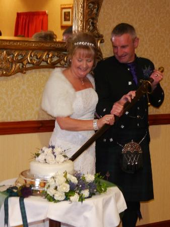 Cairngorm Hotel: Cutting the cake