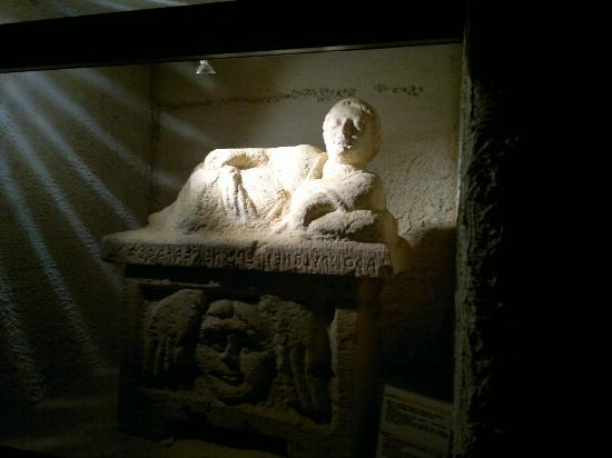 MAC Museo Archeologico Chianciano Terme : tomba etrusca